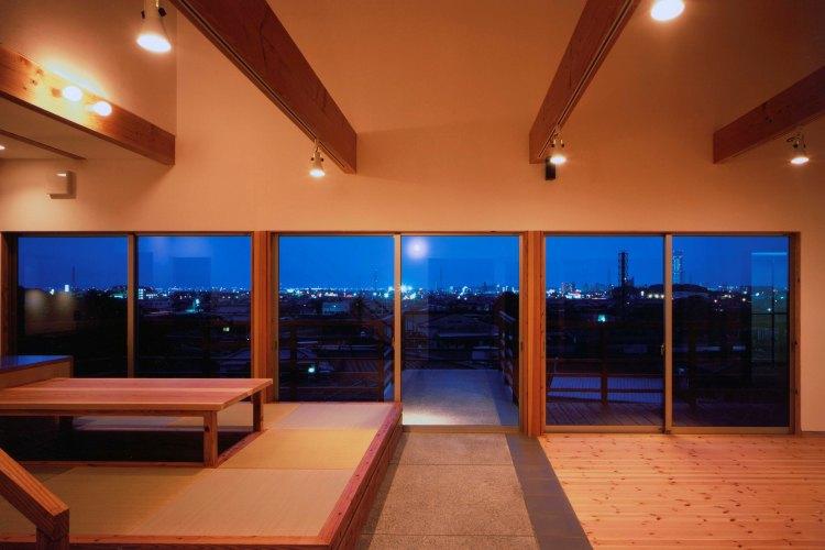 傾斜地に建つ眺めのいい家
